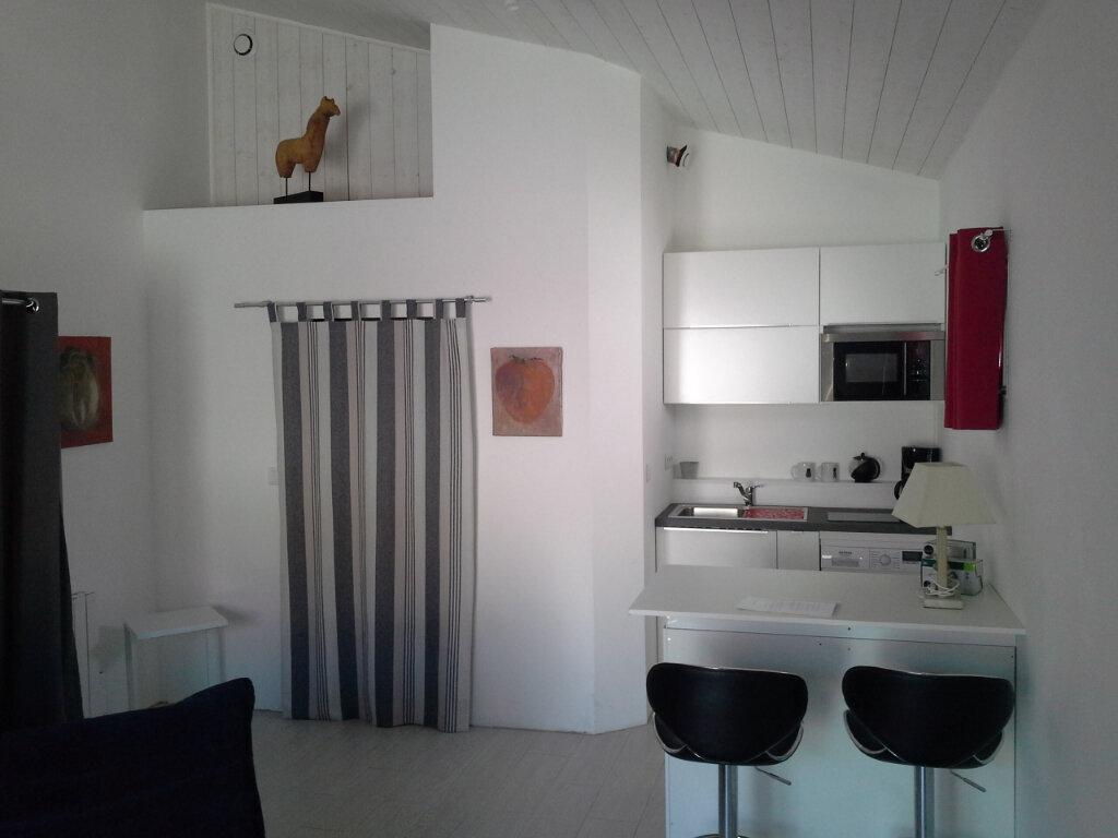 Appartement à louer 1 27m2 à La Rochelle vignette-3