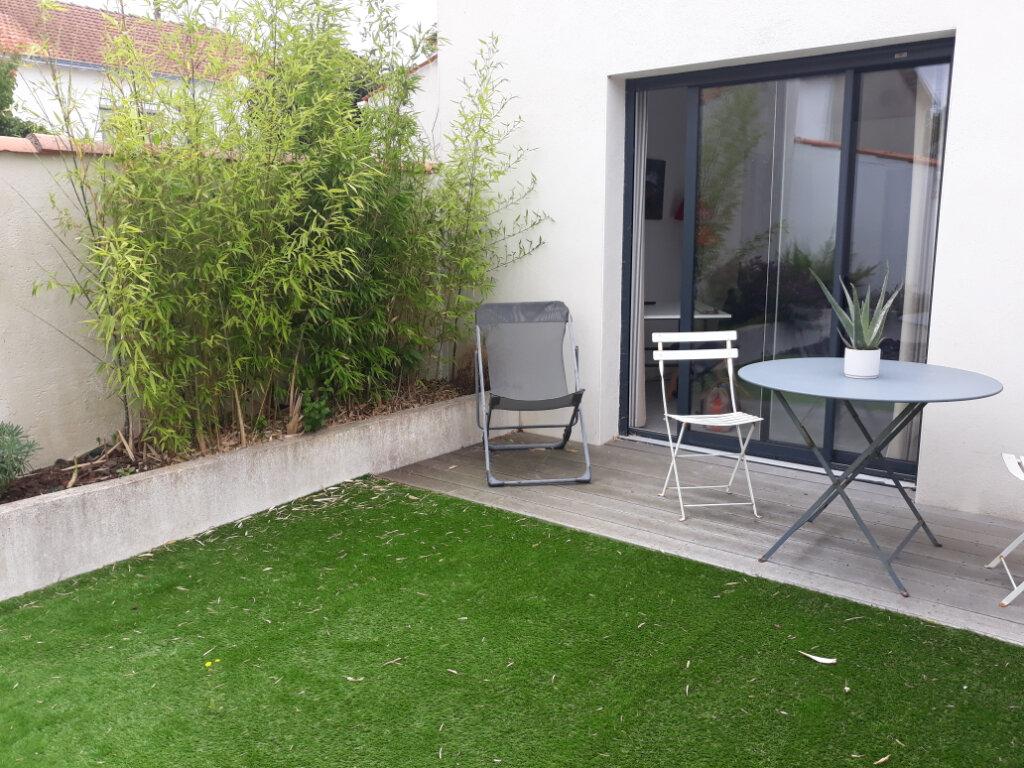 Appartement à louer 1 27m2 à La Rochelle vignette-5