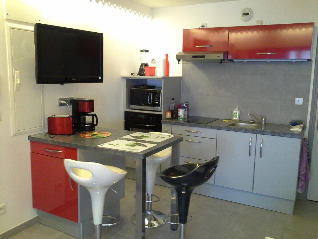 Appartement à louer 2 29.56m2 à La Rochelle vignette-2