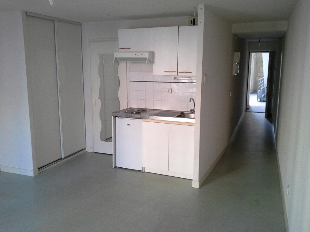 Appartement à louer 1 27.48m2 à La Rochelle vignette-1