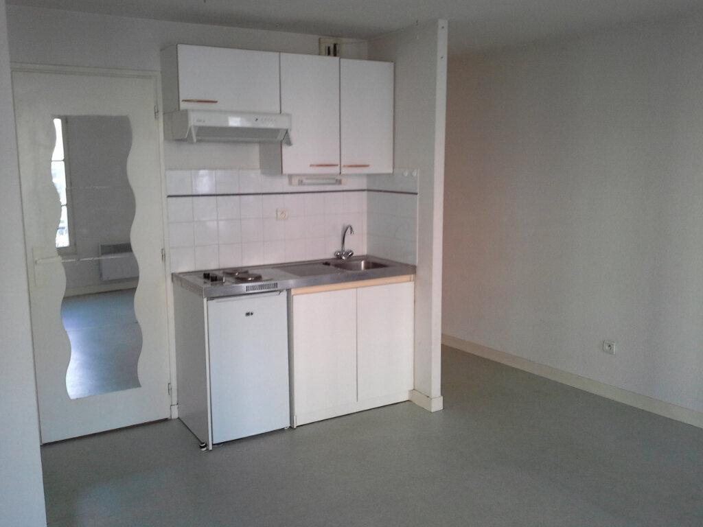 Appartement à louer 1 27.48m2 à La Rochelle vignette-3