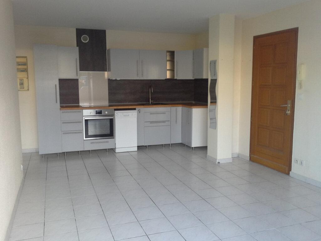 Appartement à louer 2 42.19m2 à La Rochelle vignette-1