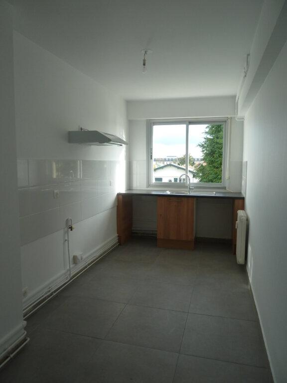Appartement à louer 4 81.93m2 à Bayonne vignette-4