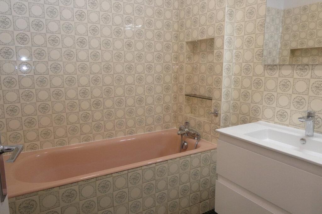 Appartement à louer 4 81.93m2 à Bayonne vignette-5