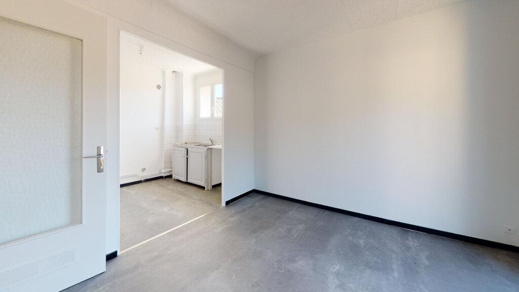 Appartement à louer 3 60m2 à La Voulte-sur-Rhône vignette-3