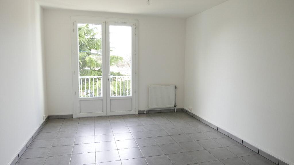 Appartement à louer 3 57m2 à Livron-sur-Drôme vignette-1