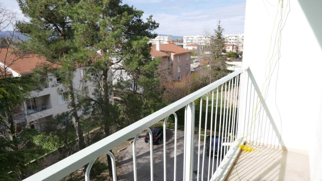 Appartement à louer 3 57m2 à Livron-sur-Drôme vignette-3