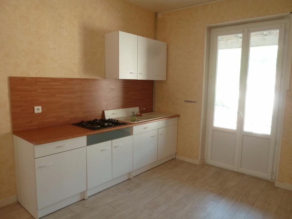 Appartement à louer 3 70m2 à Crest vignette-2