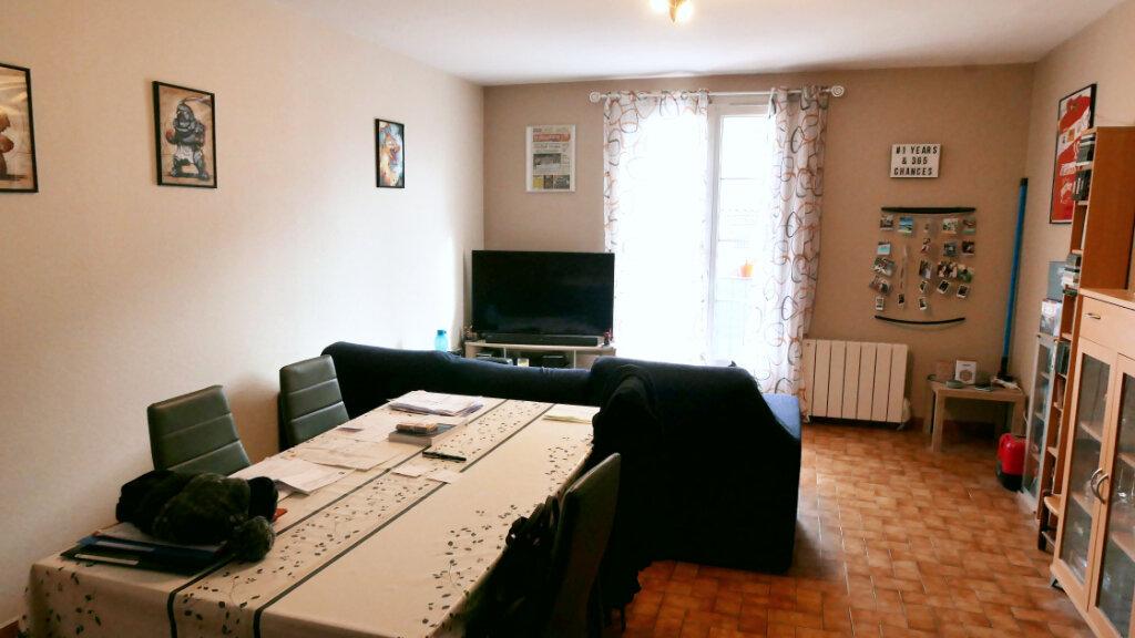 Appartement à louer 3 75m2 à Livron-sur-Drôme vignette-1