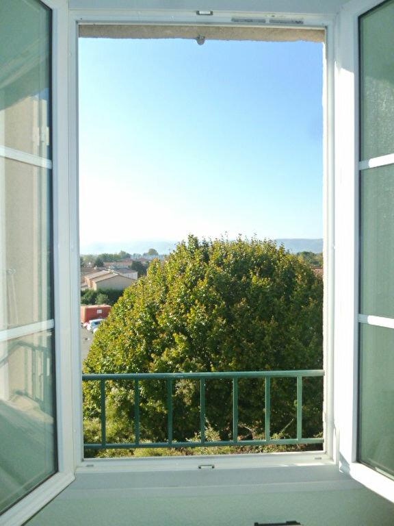 Appartement à louer 3 75m2 à Livron-sur-Drôme vignette-3