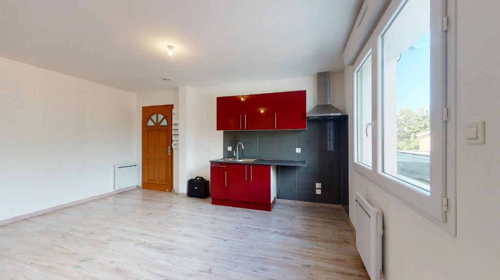 Appartement à louer 3 60m2 à Loriol-sur-Drôme vignette-2