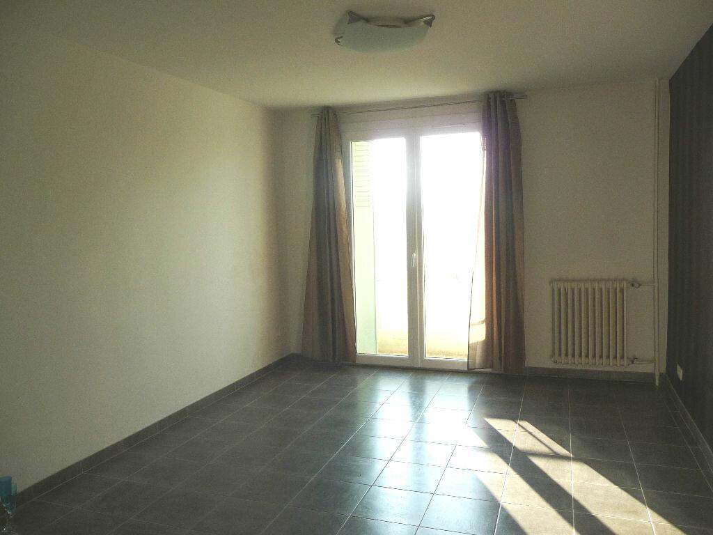 Appartement à louer 3 54m2 à Livron-sur-Drôme vignette-2