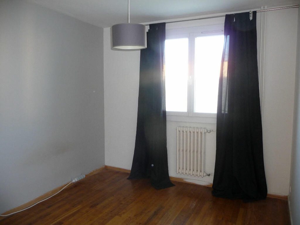 Appartement à louer 3 54m2 à Livron-sur-Drôme vignette-4