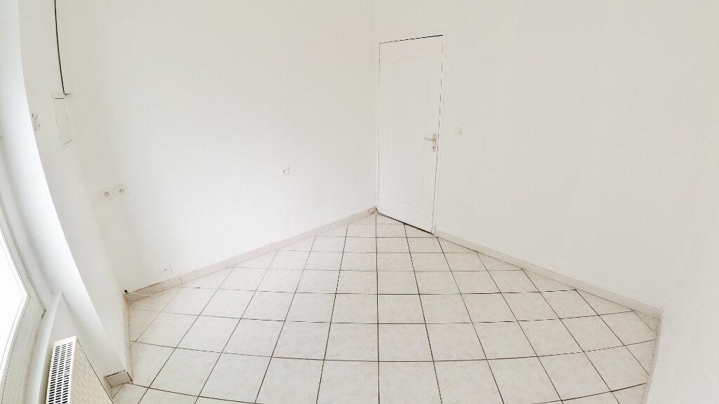 Appartement à louer 4 66m2 à Le Pouzin vignette-5