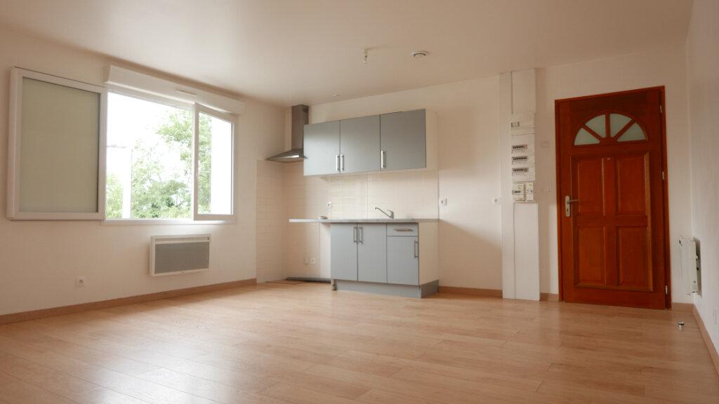 Appartement à louer 3 55m2 à Loriol-sur-Drôme vignette-1