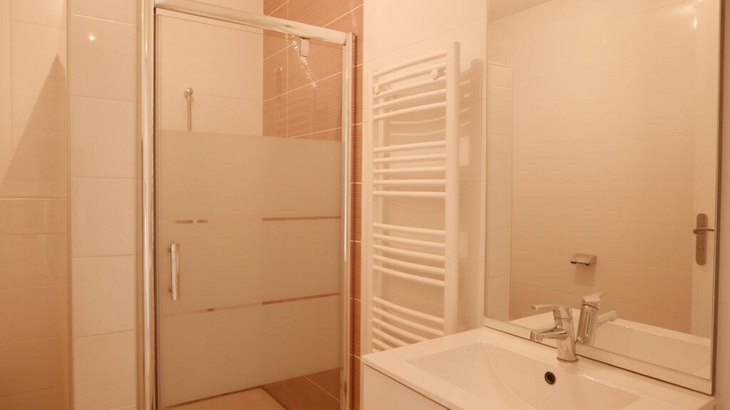 Appartement à louer 3 55m2 à Loriol-sur-Drôme vignette-5