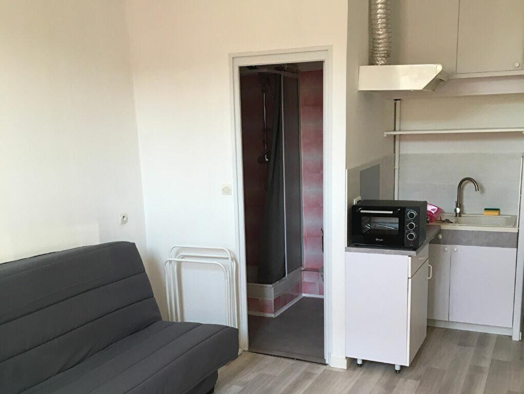 Appartement à louer 1 20m2 à Montélimar vignette-2