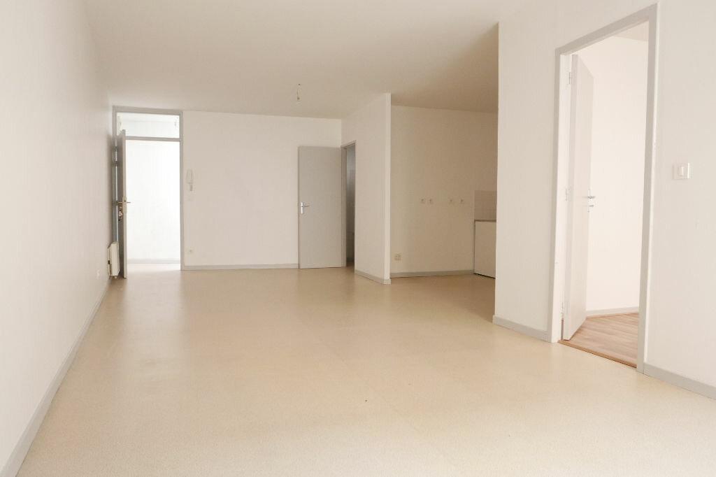 Appartement à louer 2 56m2 à Le Pouzin vignette-1