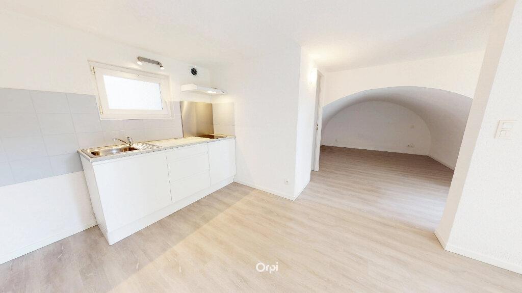 Appartement à louer 1 21.5m2 à Tournon-sur-Rhône vignette-1