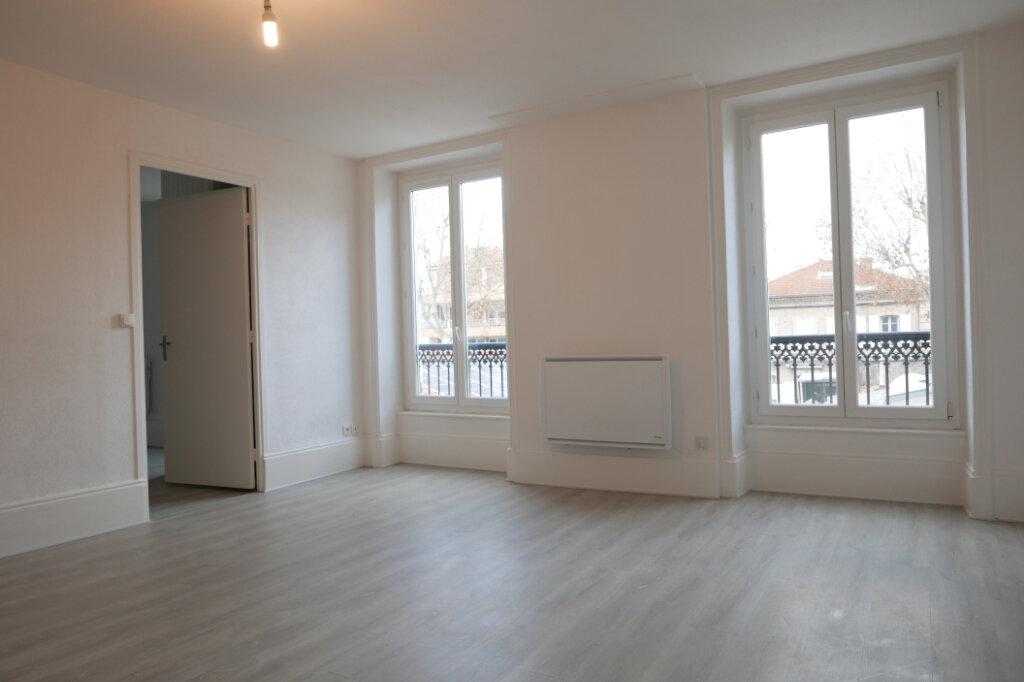 Appartement à louer 2 43m2 à Tournon-sur-Rhône vignette-2