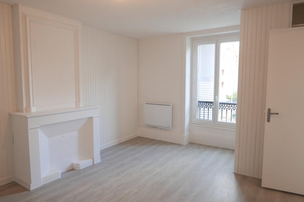 Appartement à louer 2 43m2 à Tournon-sur-Rhône vignette-4