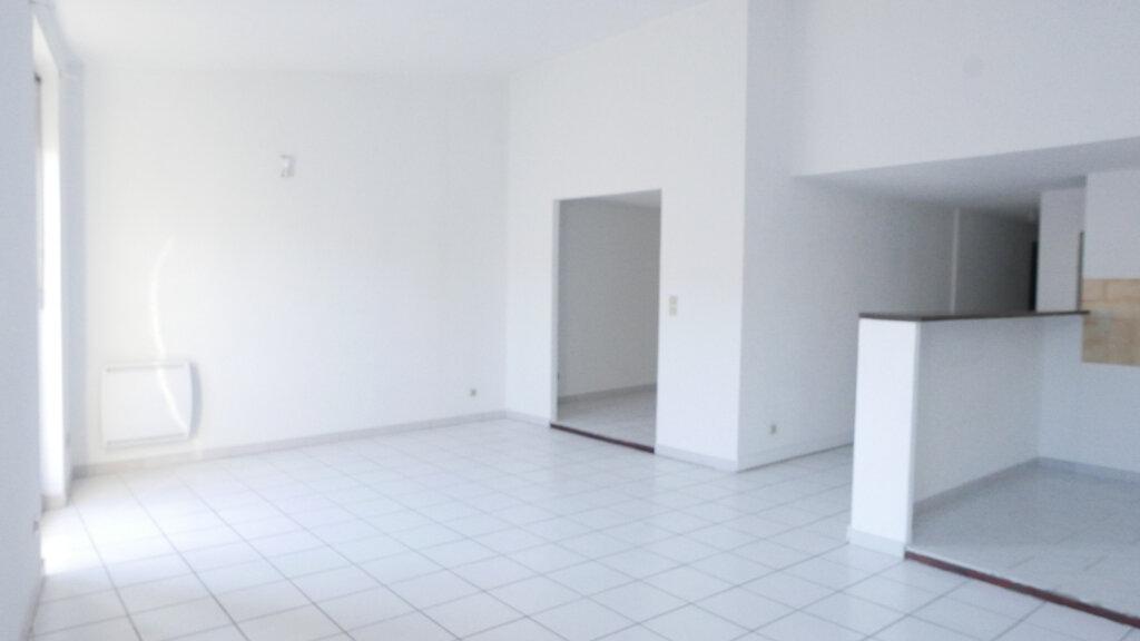Appartement à louer 4 92m2 à Loriol-sur-Drôme vignette-1