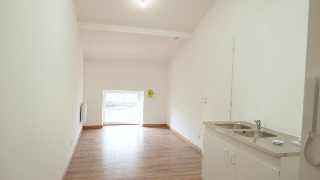 Appartement à louer 1 18m2 à Livron-sur-Drôme vignette-1
