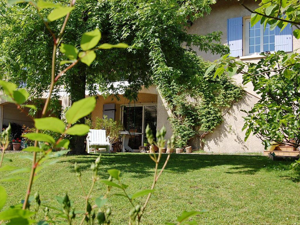Maison à vendre 8 190m2 à Saint-Yrieix-sur-Charente vignette-1