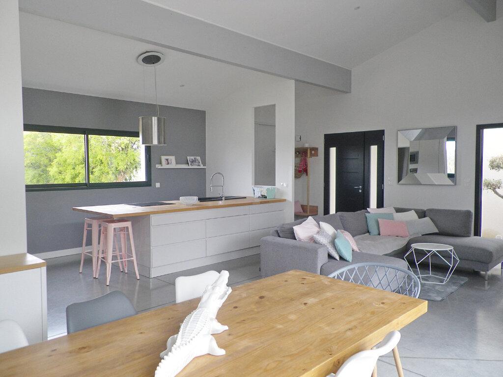 Maison à vendre 5 147m2 à Ruelle-sur-Touvre vignette-1