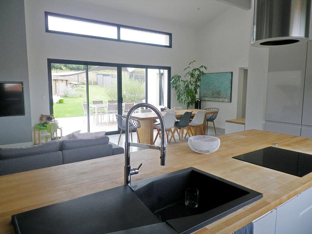 Maison à vendre 5 147m2 à Ruelle-sur-Touvre vignette-4