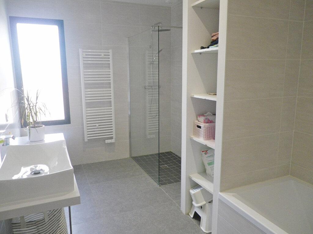 Maison à vendre 5 147m2 à Ruelle-sur-Touvre vignette-9