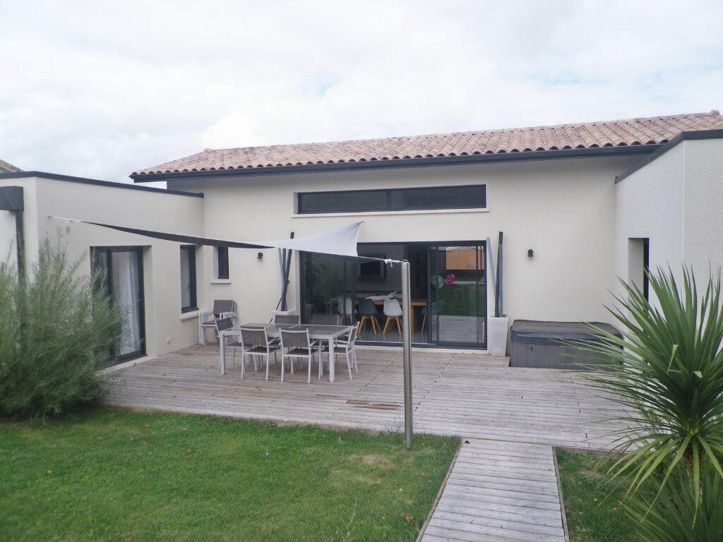 Maison à vendre 5 147m2 à Ruelle-sur-Touvre vignette-12