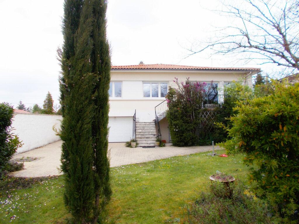 Maison à vendre 6 140m2 à Soyaux vignette-5