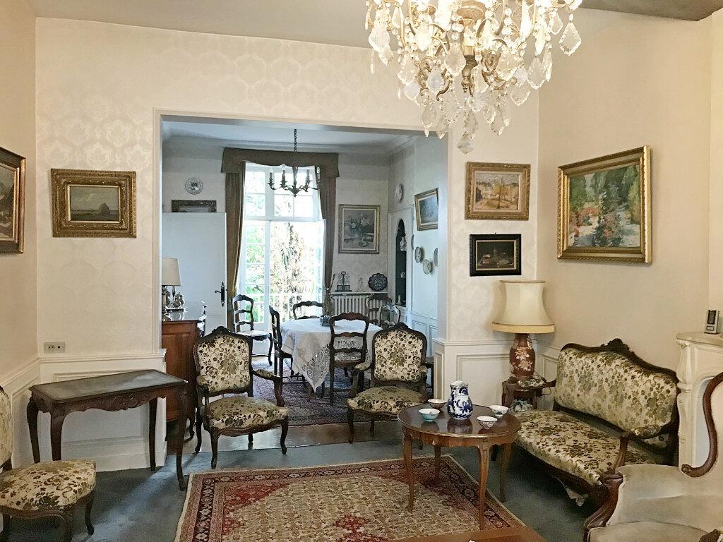Maison à vendre 7 185m2 à Angoulême vignette-1