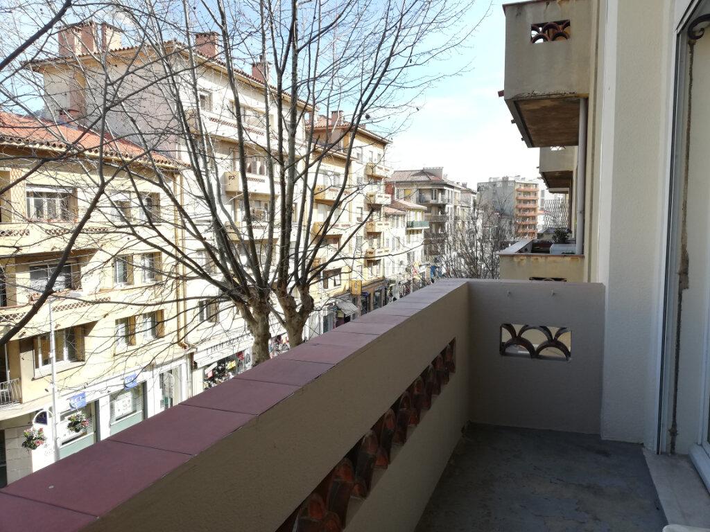 Appartement à louer 2 47m2 à Toulon vignette-2