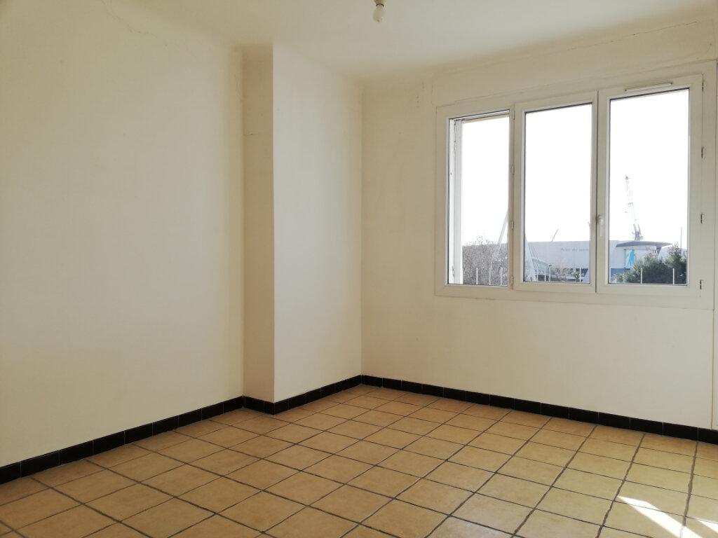 Appartement à louer 2 47m2 à Toulon vignette-3