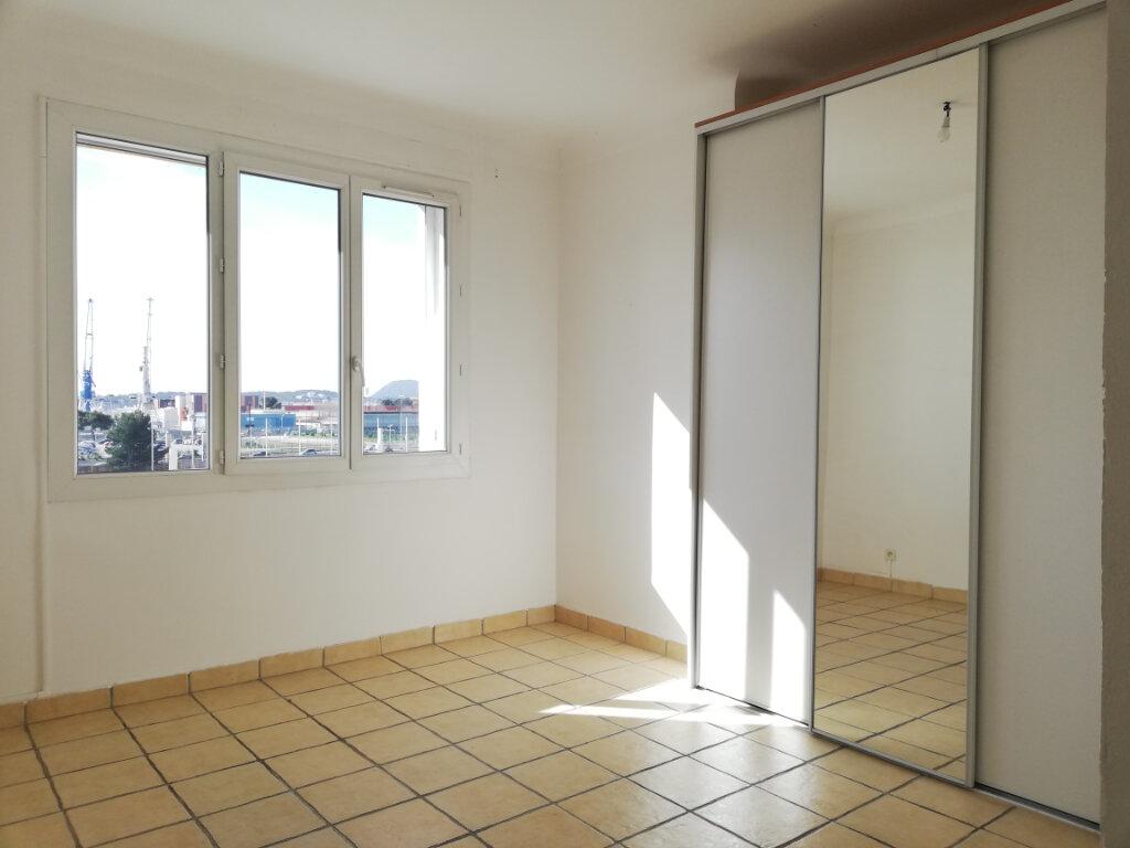 Appartement à louer 2 47m2 à Toulon vignette-4