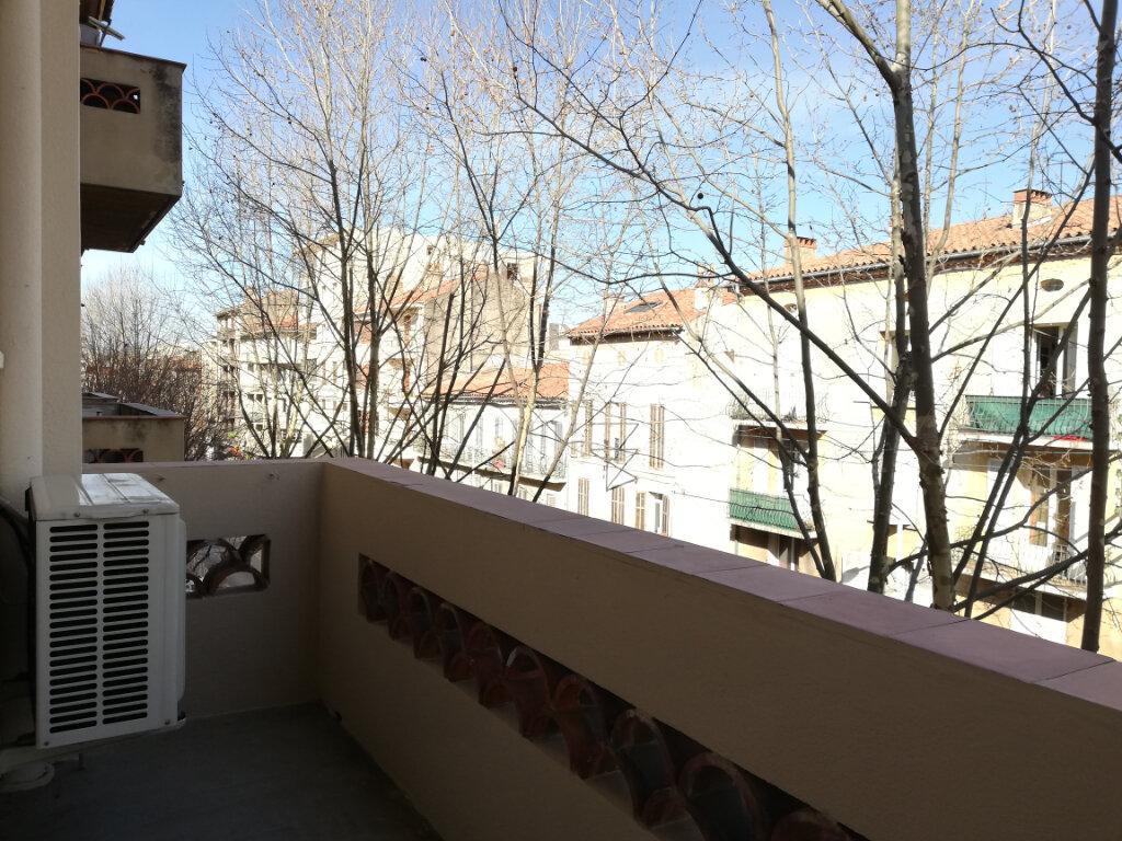Appartement à louer 2 47m2 à Toulon vignette-6