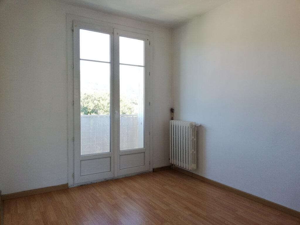 Appartement à louer 3 66.47m2 à Toulon vignette-8