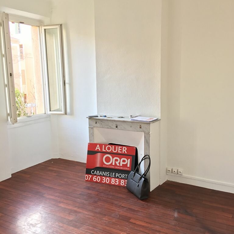 Appartement à louer 2 33.8m2 à Toulon vignette-3