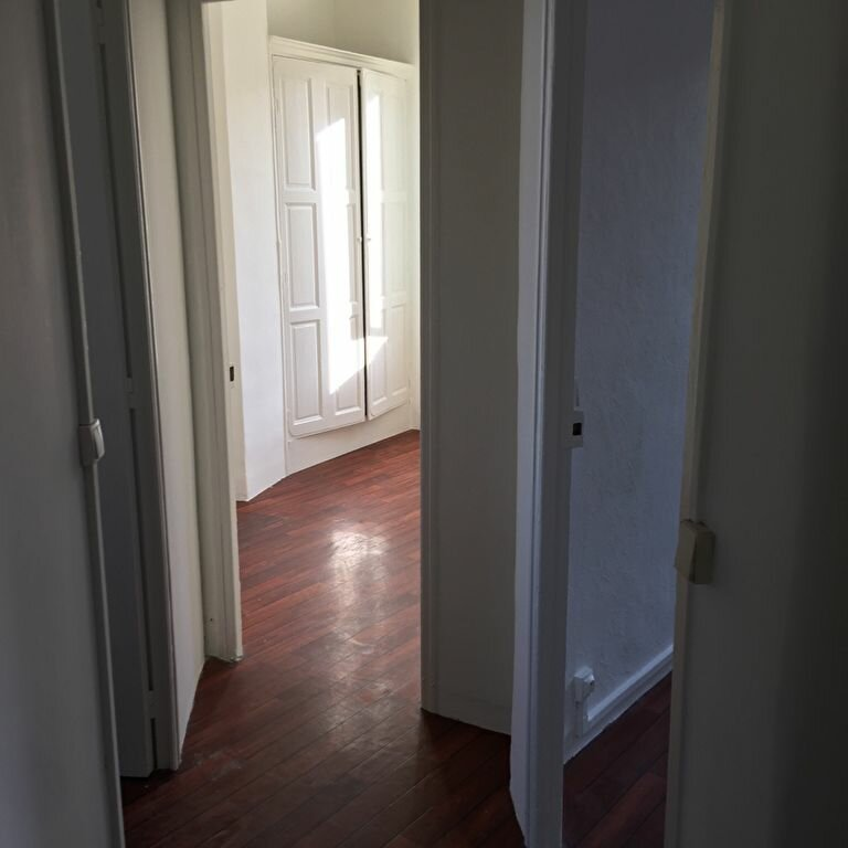 Appartement à louer 2 33.8m2 à Toulon vignette-4