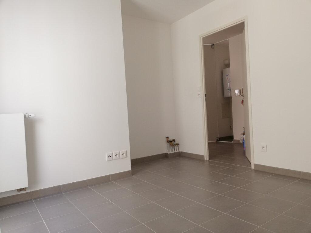Appartement à louer 2 37.37m2 à Toulon vignette-7