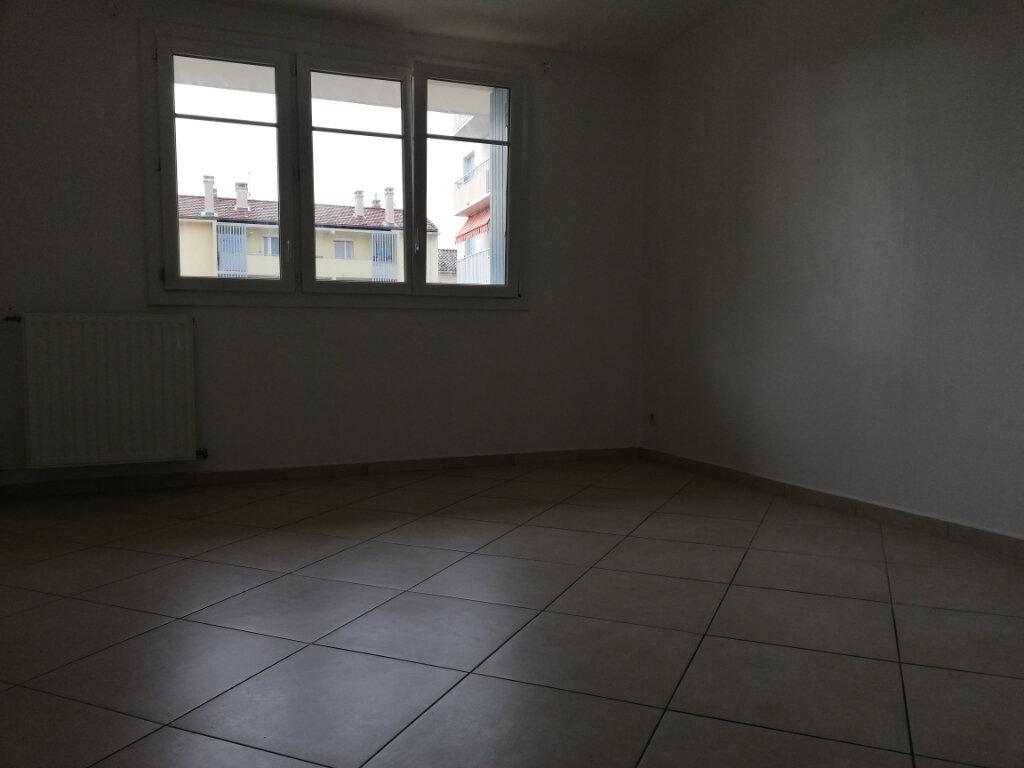 Appartement à louer 2 46.7m2 à Toulon vignette-5