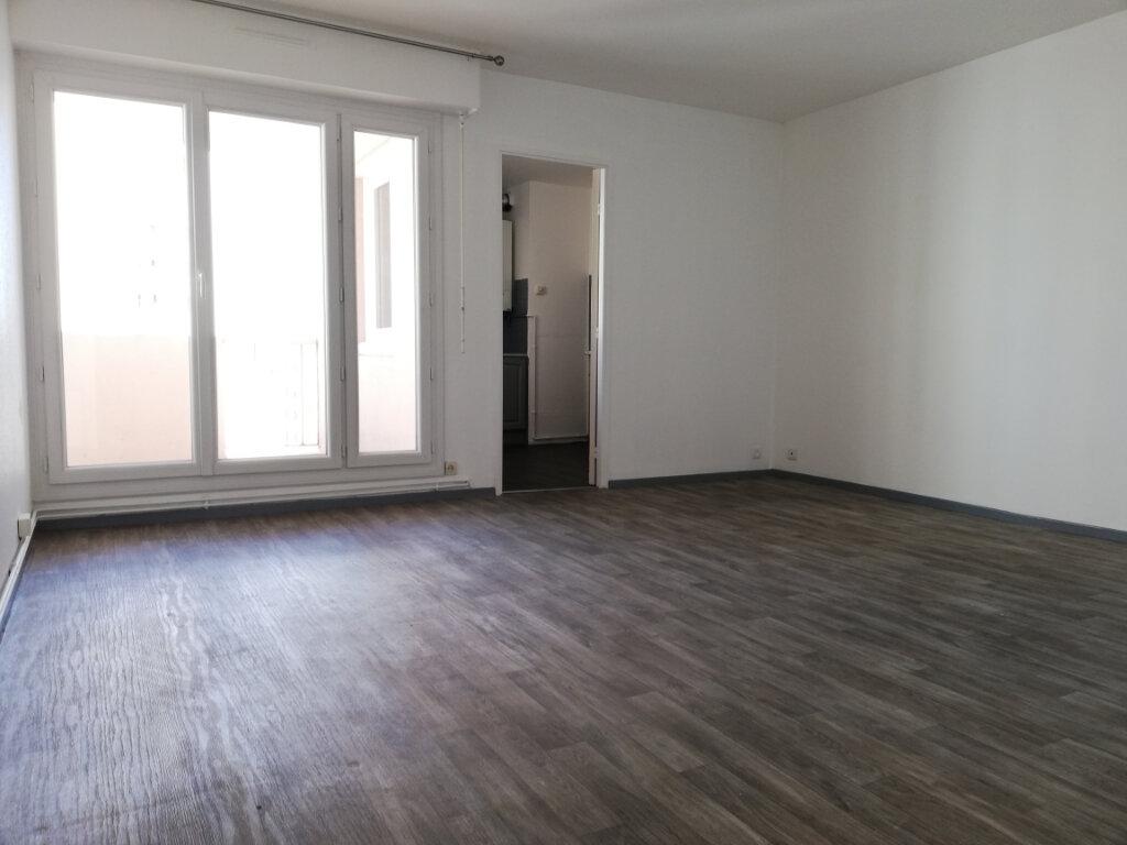 Appartement à louer 2 51.58m2 à Toulon vignette-7