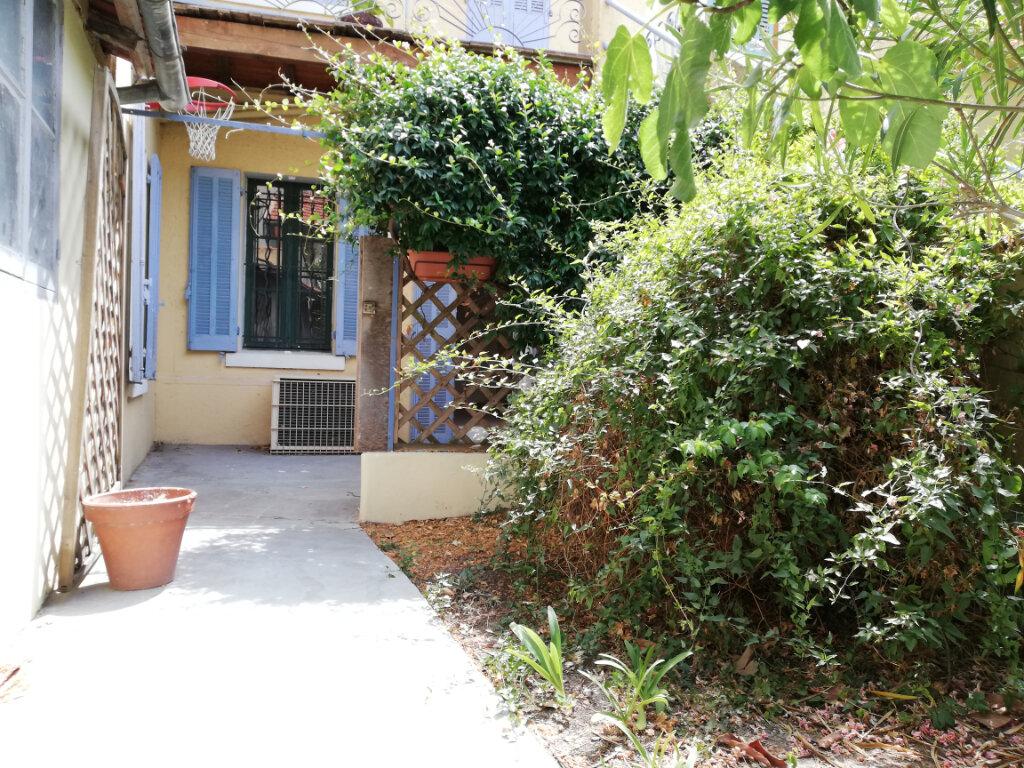 Appartement à louer 3 56.04m2 à Toulon vignette-2