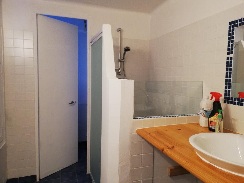 Appartement à louer 3 56.04m2 à Toulon vignette-4
