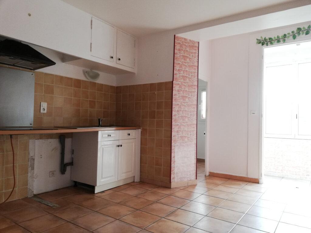 Appartement à louer 4 77.4m2 à Toulon vignette-3