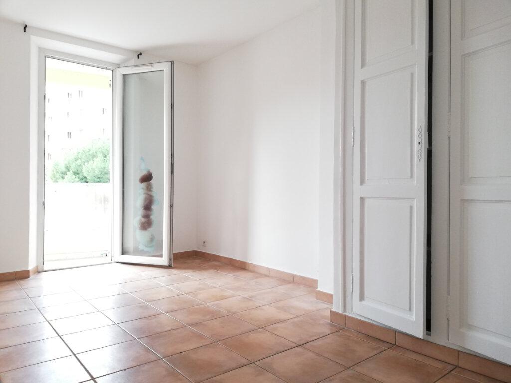 Appartement à louer 4 77.4m2 à Toulon vignette-4