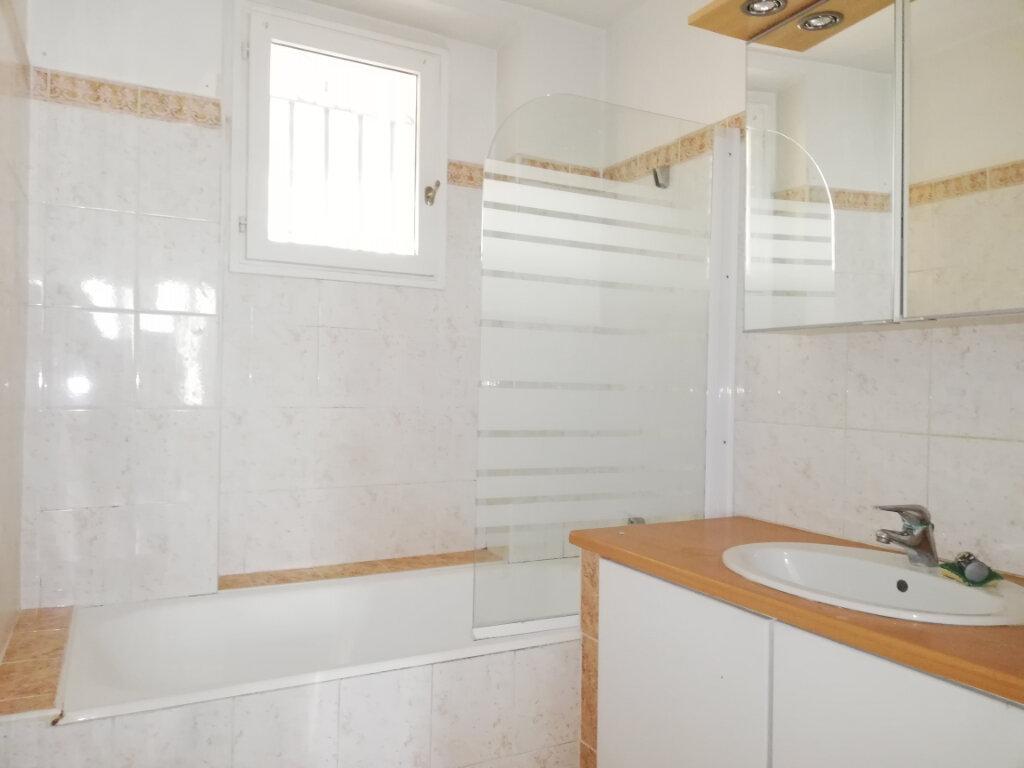 Appartement à louer 4 77.4m2 à Toulon vignette-5