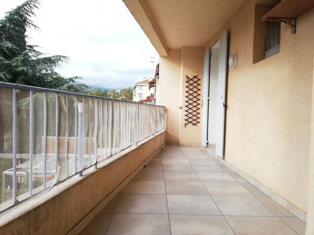 Appartement à louer 4 77.4m2 à Toulon vignette-10